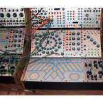 Der analoge, monophone Synthesizer Buchla 200e Music Box (Quelle:http://www.flickr.com/photos/synthesizers/508857067/)