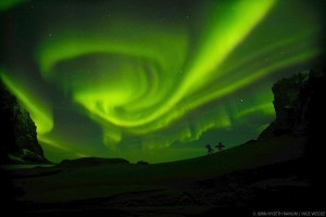 North of the Sun nordlys; Quelle: Moving Adventures Medien GmbH (© Jørn Nyseth Ranum & Inge Wegge)