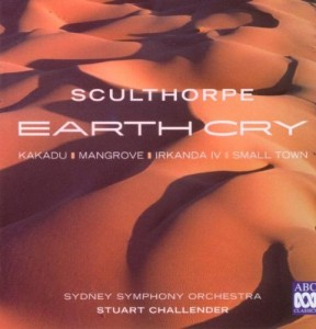 Dirigent Peter Challender spielte Sculthorpes große Orchesterkomposition Earth Cry mit dem Syfney Symphony Orchestra ein (B00006J53U, ABC Classics, 2008).
