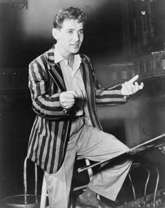 Leonard Bernstein dirigiert das New York Symphony Orchestra (1945, Fred Palumbo, World Telegram Staff, US p.d.).